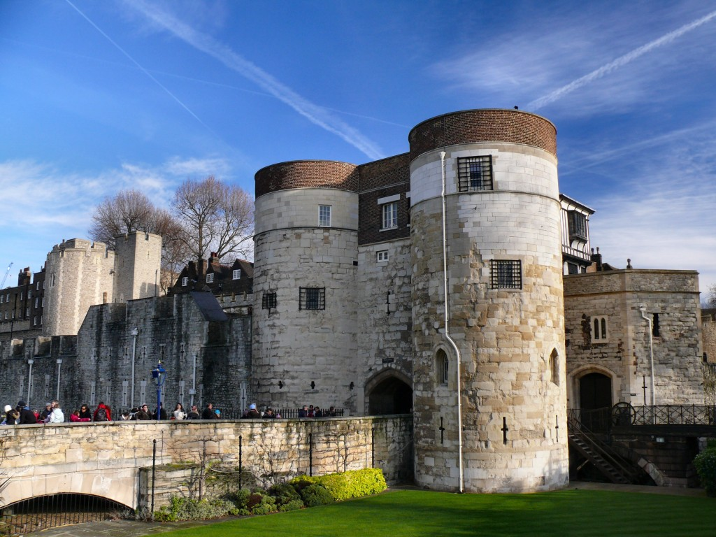 Tower_of_London_main_entrance,_2009