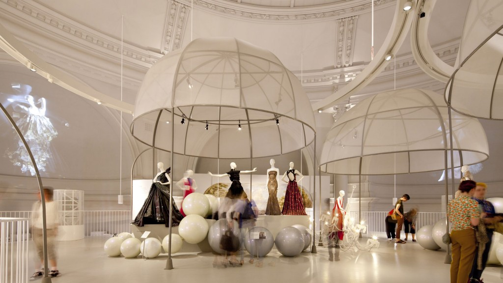 victoria-and-albert-museum-fashion-room_013